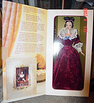 MAT0272 Mattel Hallmark Sentimental Valentine Barbie Doll 1996
