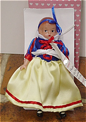EFF0611A 1998 Effanbee Wee Patsy As Snow White Doll
