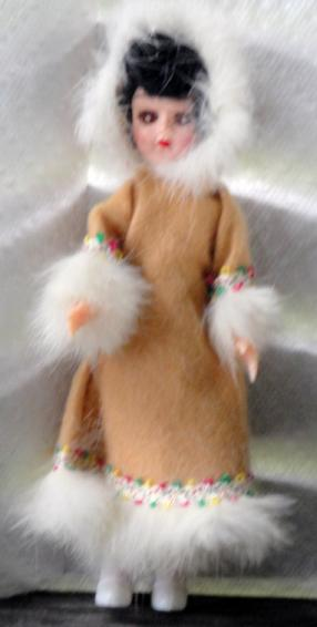 NAT0023 Vintage Eskimo 7.5 inch Nationality Doll