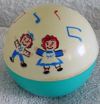 RAG0003A 1974 Musical Raggedy Ann and Andy Baby Crawl Ball