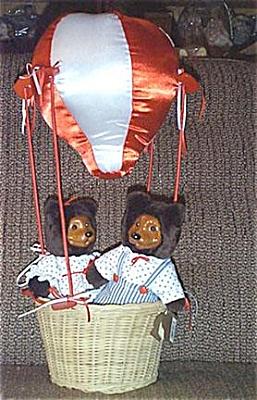 RAK0003 Raikes 1993 April and Johnnie Bear Set with Hot Air Balloon