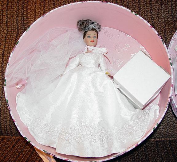 KCT0005C Tonner Forever Yours Brunette Tiny Kitty Doll Hat Box Set 04