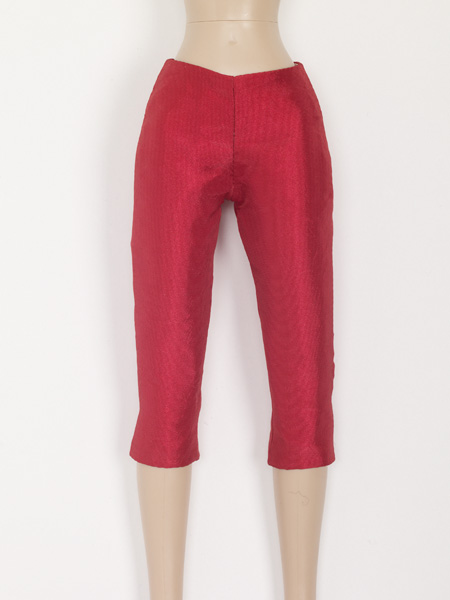TNM0060 Tonner 16 In. Nu Mood Fashion Doll Red Capri Pants